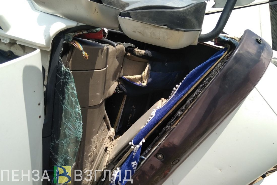 Появились шокирующие фото и видео внутри кабины фуры после смертельного ДТП на трассе М-5 «Урал»