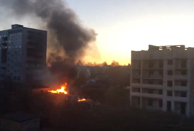 «Горит заброшка!» Пензенцы публикуют фото и видео с места пожара в районе улицы  Окружной